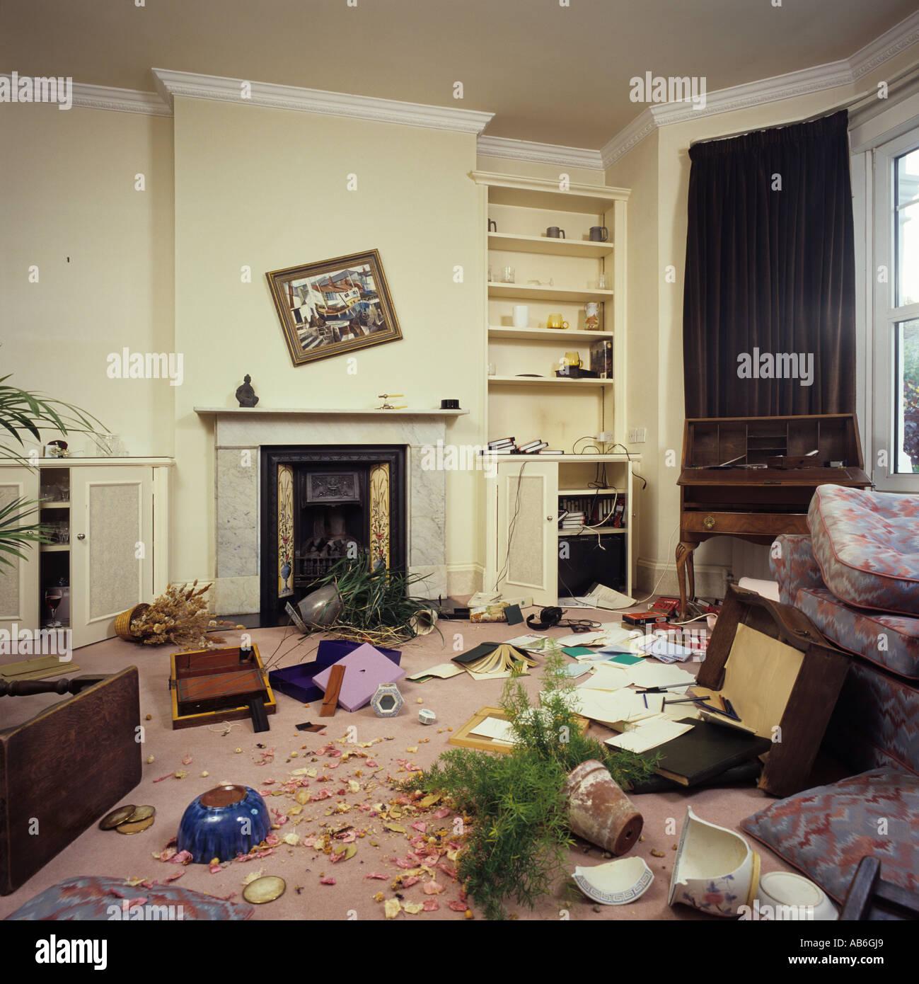 Tatort nach einem Haus Einbruch zeigt Lounge Interieur Stockfoto ...