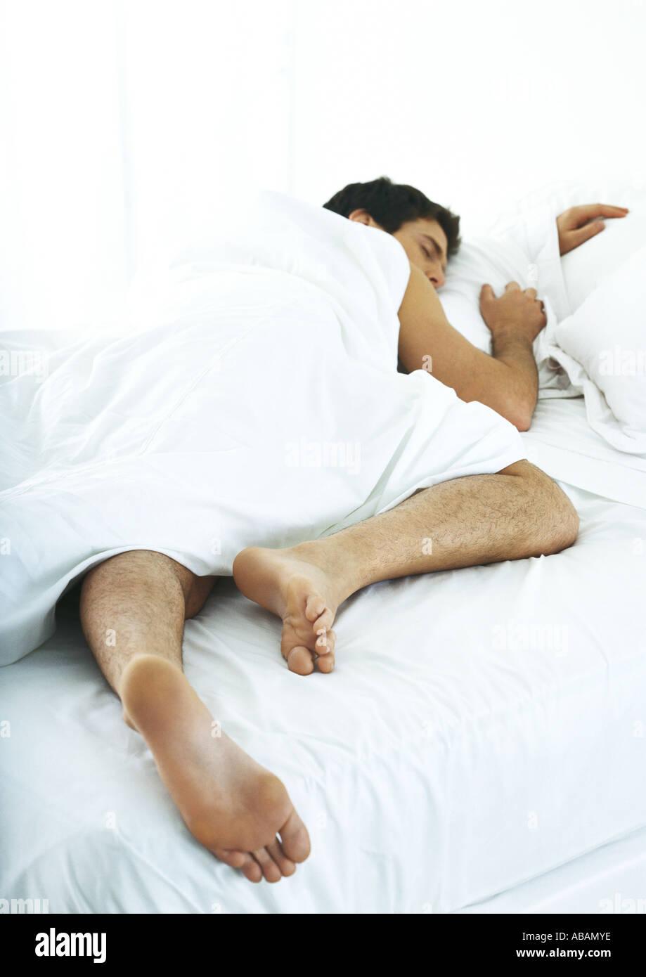Mann Auf Bauch Im Bett Schlafen Stockfoto Bild 7333309 Alamy