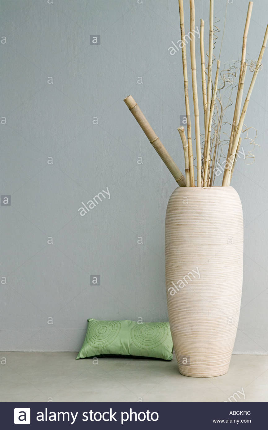 bamboo floral arrangement stockfotos bamboo floral arrangement bilder alamy. Black Bedroom Furniture Sets. Home Design Ideas