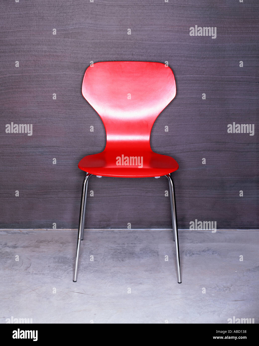 Einem trendigen roten Stuhl Stockbild
