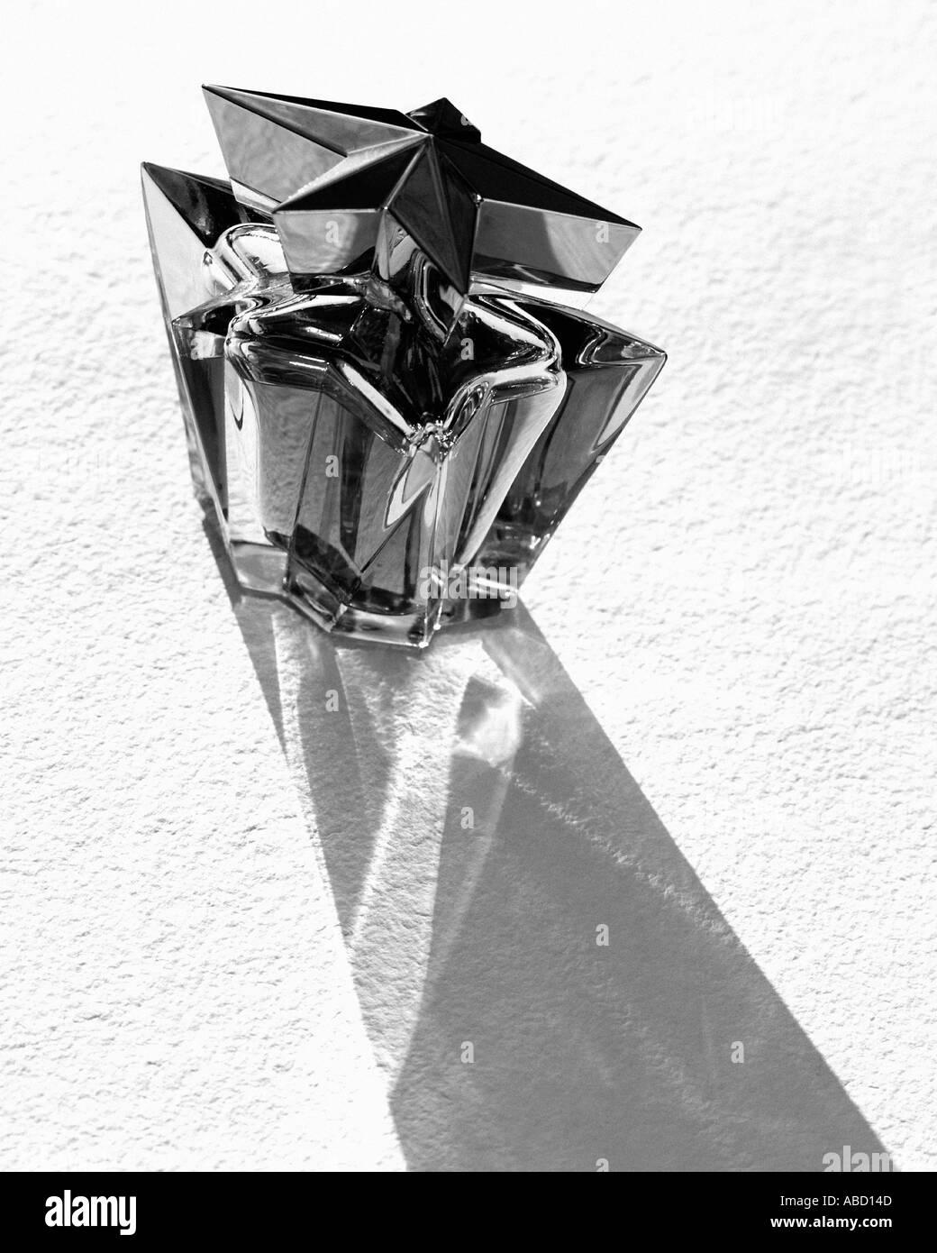 Trendige Flasche Parfüm Stockfoto