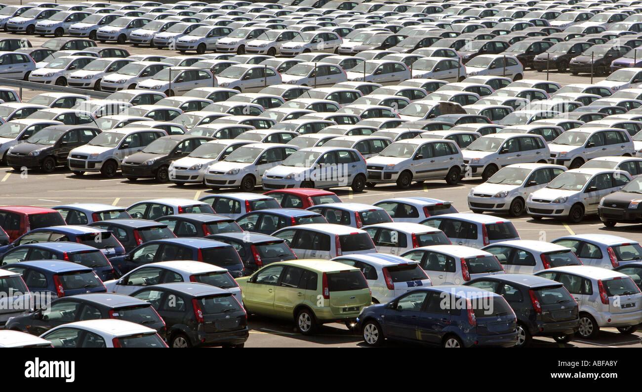 Deutschland, Köln, Ford Motor Company, neue Fahrzeuge auf dem Gelände der Firmen Stockbild