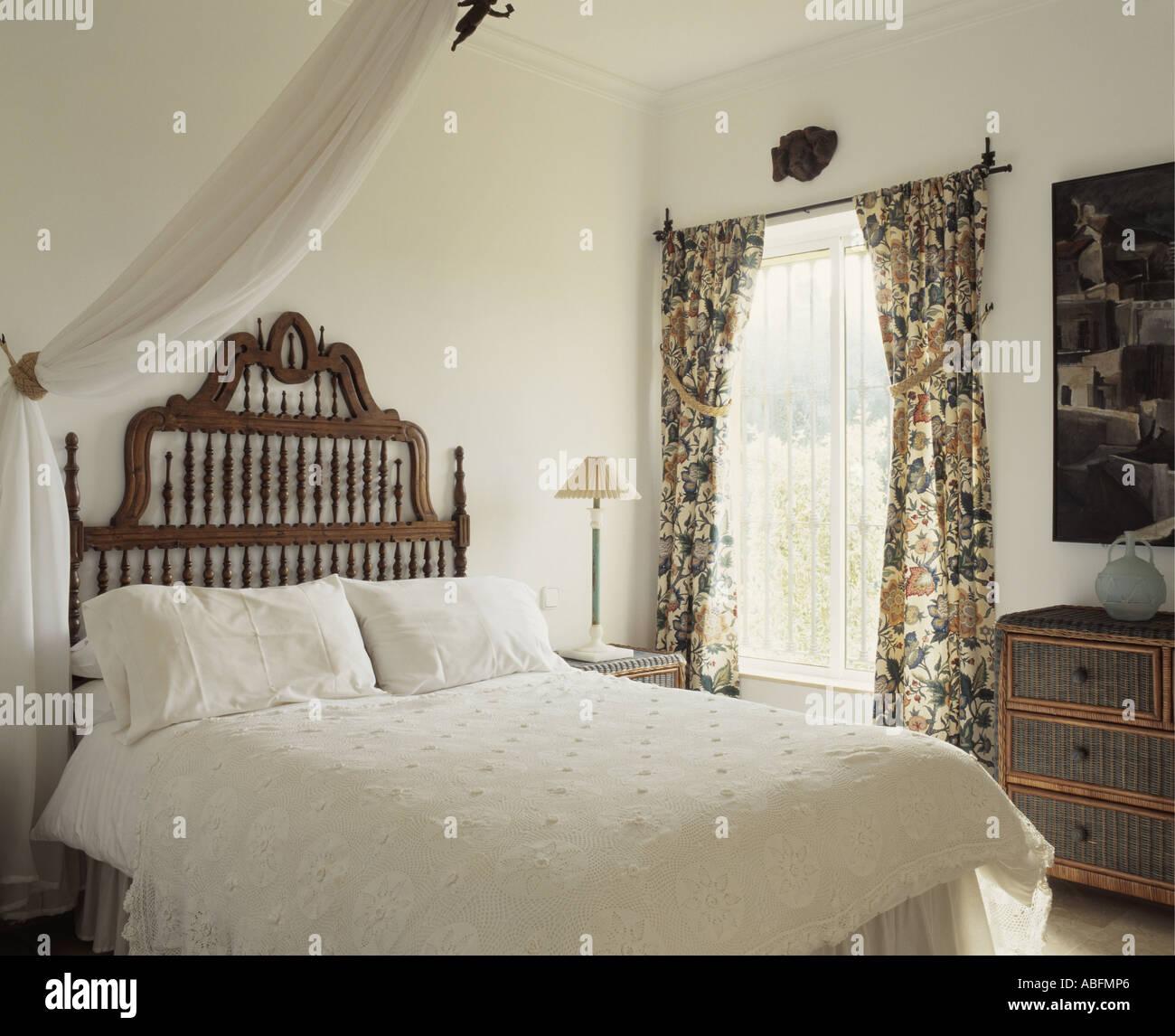 Weiße spanische Schlafzimmer Stockfoto, Bild: 7360101 - Alamy