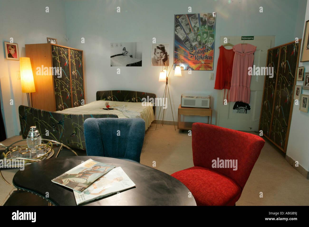 Schlafzimmer von Conny Froboess, das 50er Jahre Museum in Buedingen ...