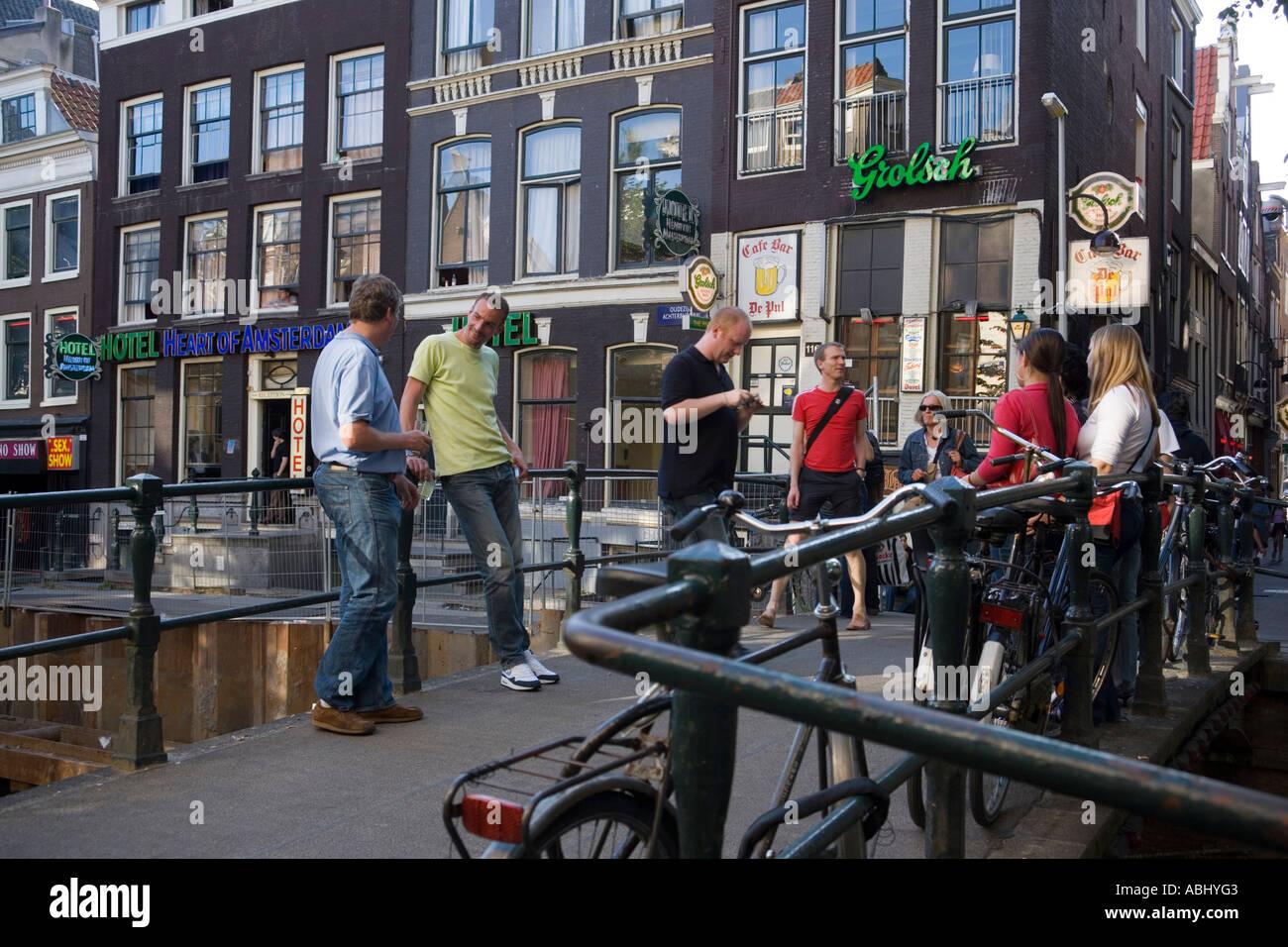 Licht Tour Amsterdam : Menschen auf der brücke walletjes rot licht viertel amsterdam