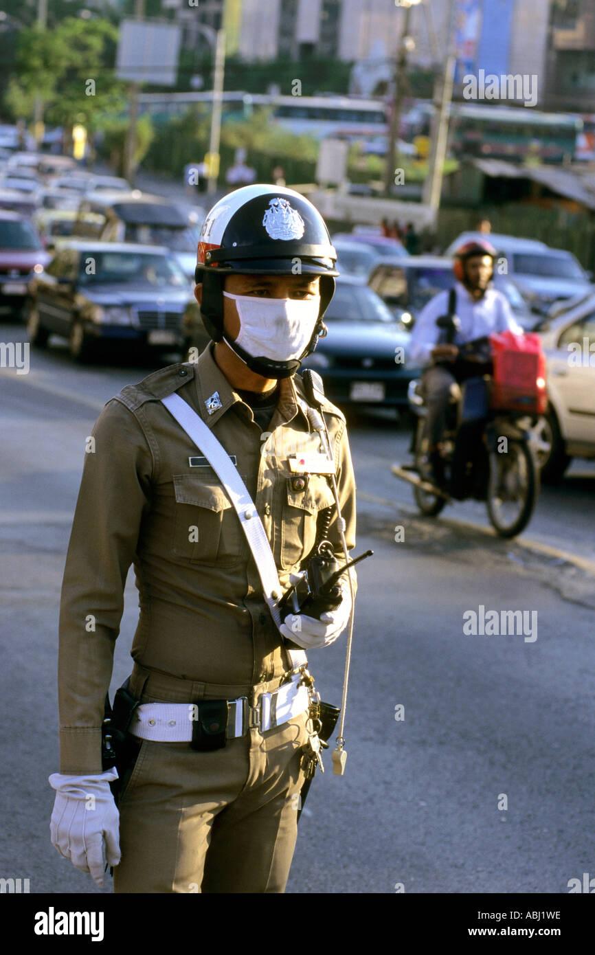 Verkehrspolizist mit Gesichtsmaske, Bangkok, Thailand Stockbild