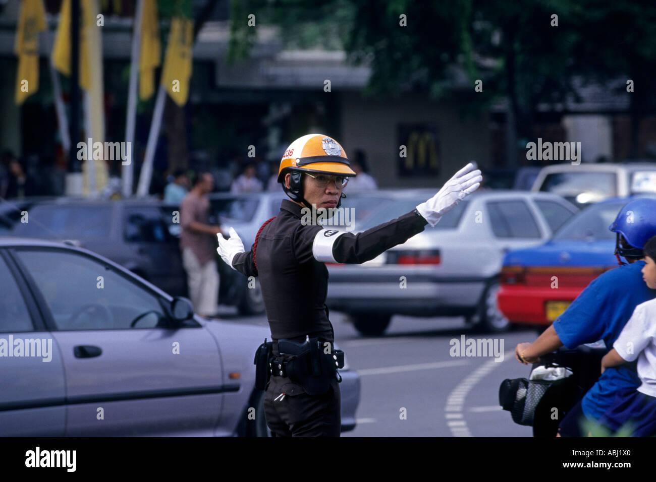 Verkehrspolizist in Bangkok, tHAILAND Stockbild