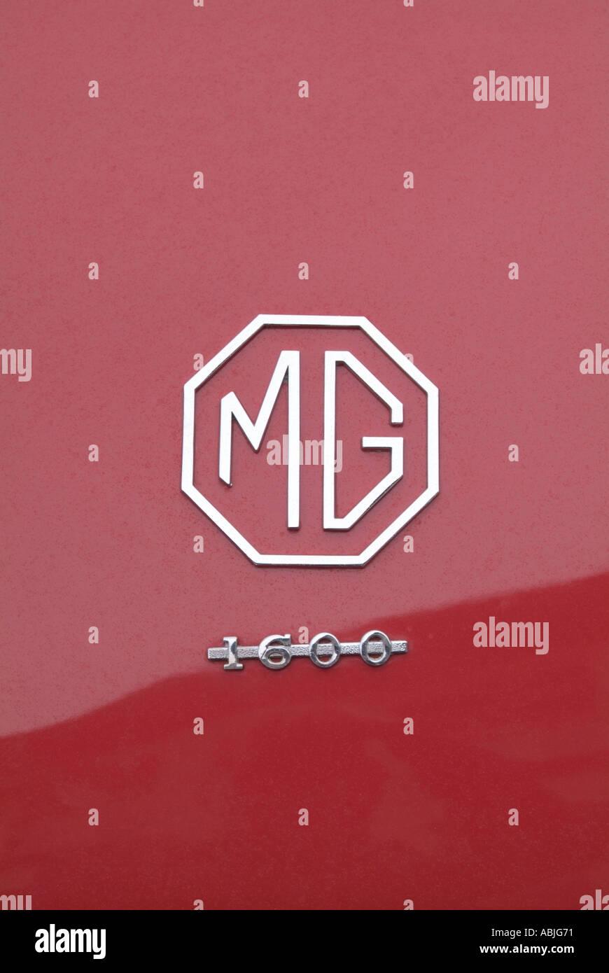 MGA Mg Morris Garage Logo Emblem Abzeichen rot Stockbild