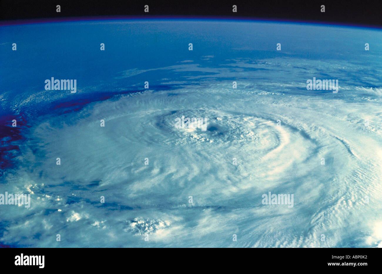 Hurricane aus dem Weltraum über Atlantik. Stockbild