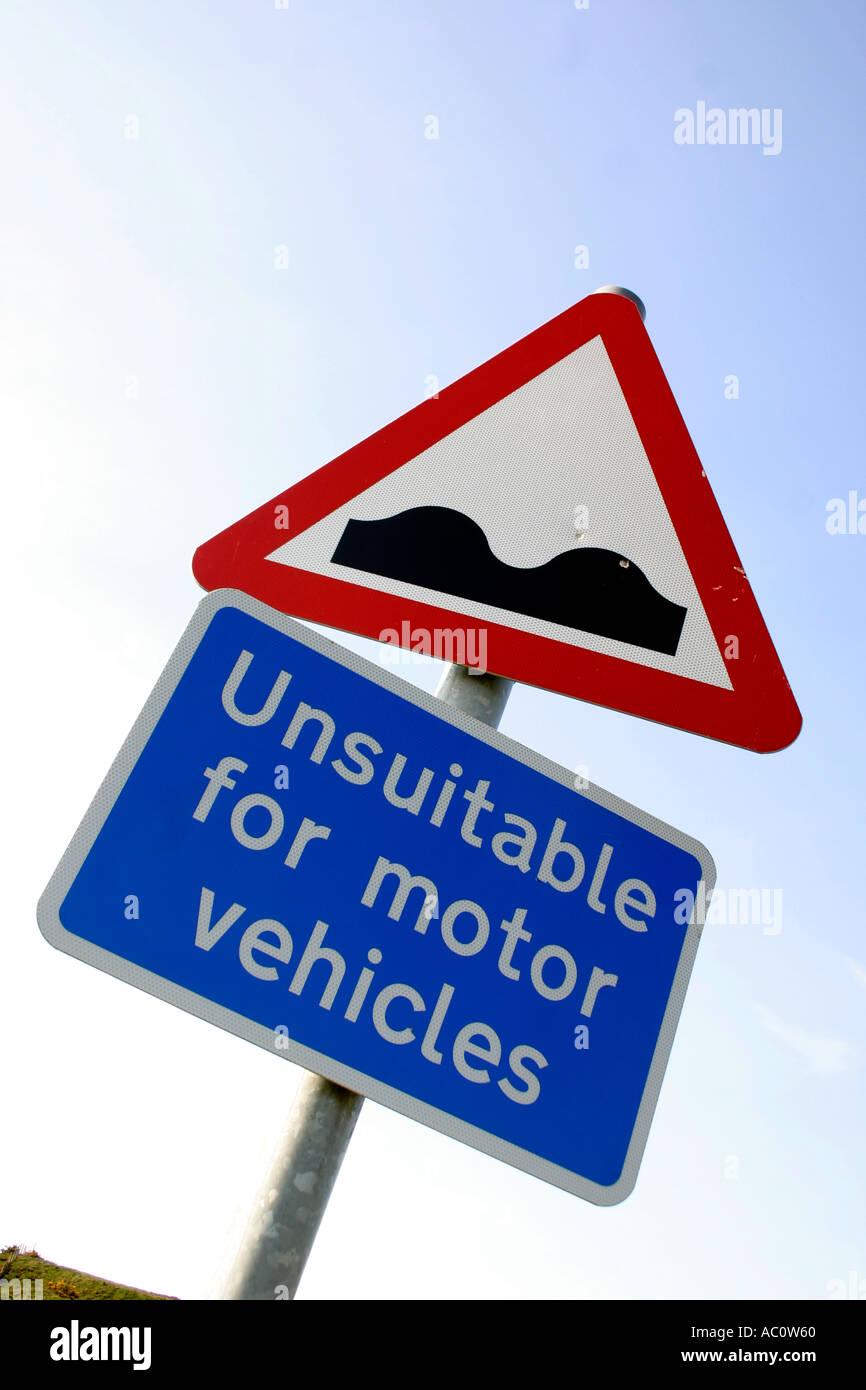 Ungeeignet für Motoren und unebene Oberfläche Straßenschild Stockbild