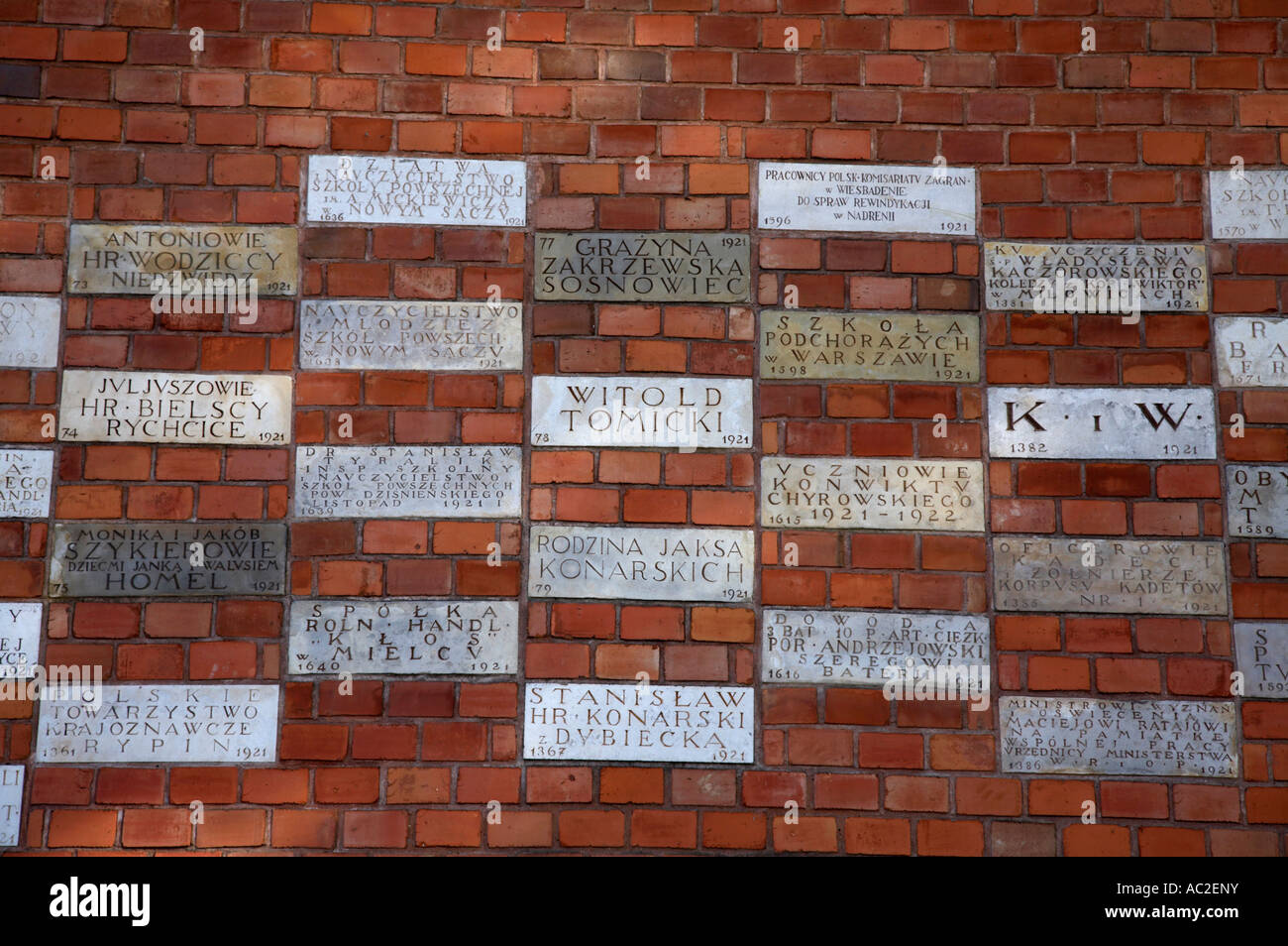 Gedenk-Sponsor Plaques in der Wand des Wawel Burg Krakau begraben Stockbild