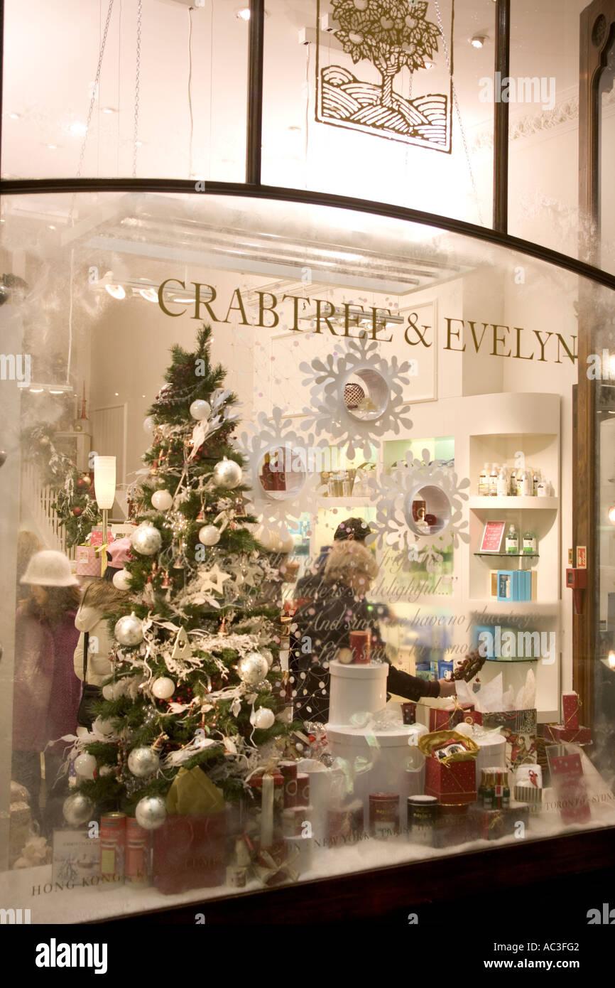 Weihnachtsbaum Im Schaufenster Stockfotos Weihnachtsbaum Im
