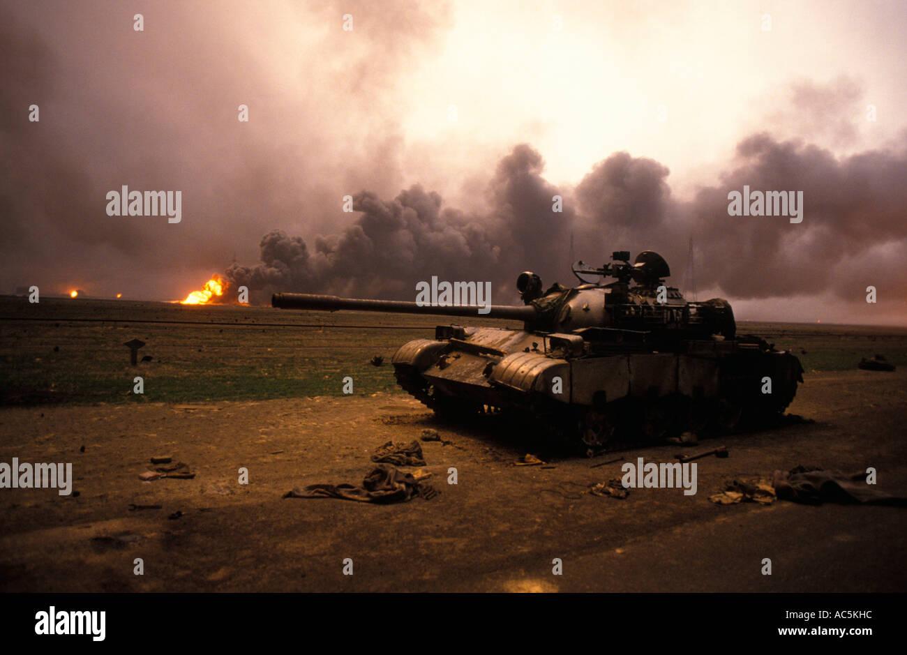 Öl-Feuer in der Nähe von der Grenze zum Irak im Krieg zerrissenen Kuwait 1991 Stockfoto
