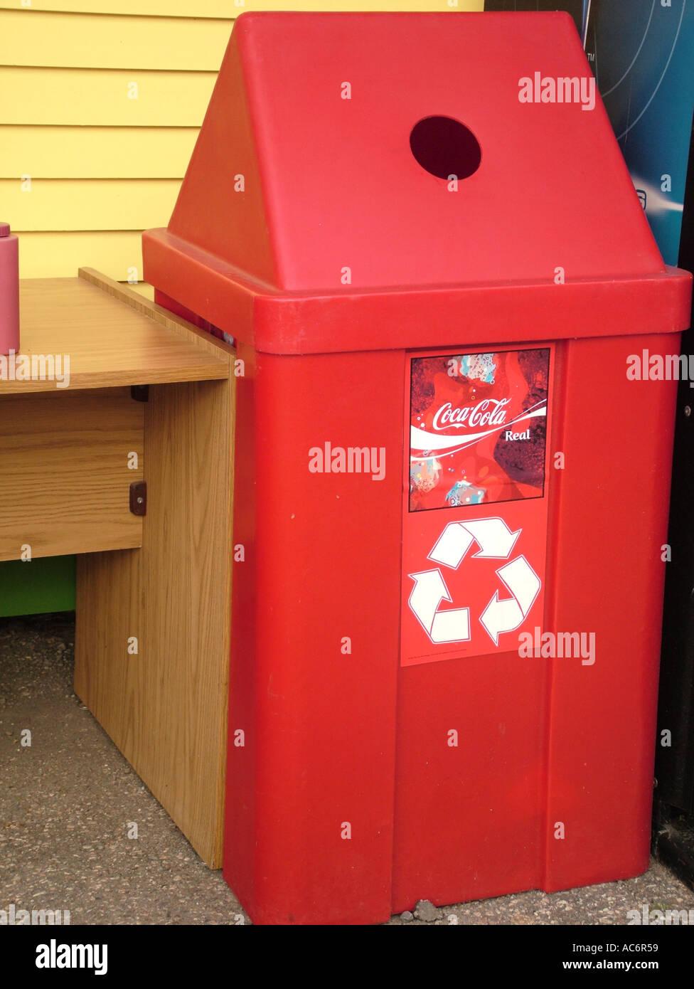 AJD42988, rot Recycling kann, Coca-Cola Sponsor logo Stockbild
