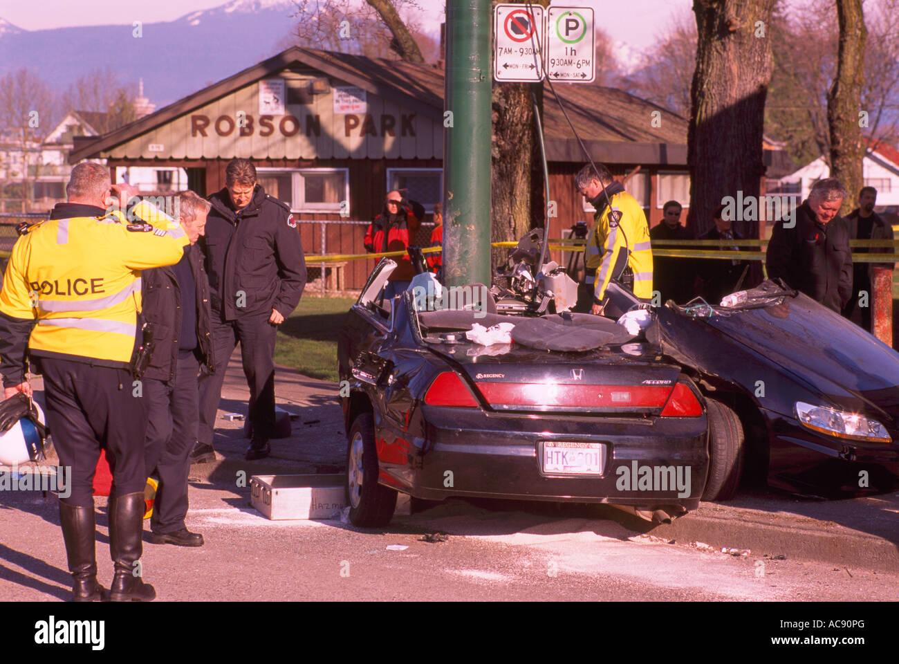 Polizei untersucht tödlichen Auto Crash Verkehr Unfall Szene der ...