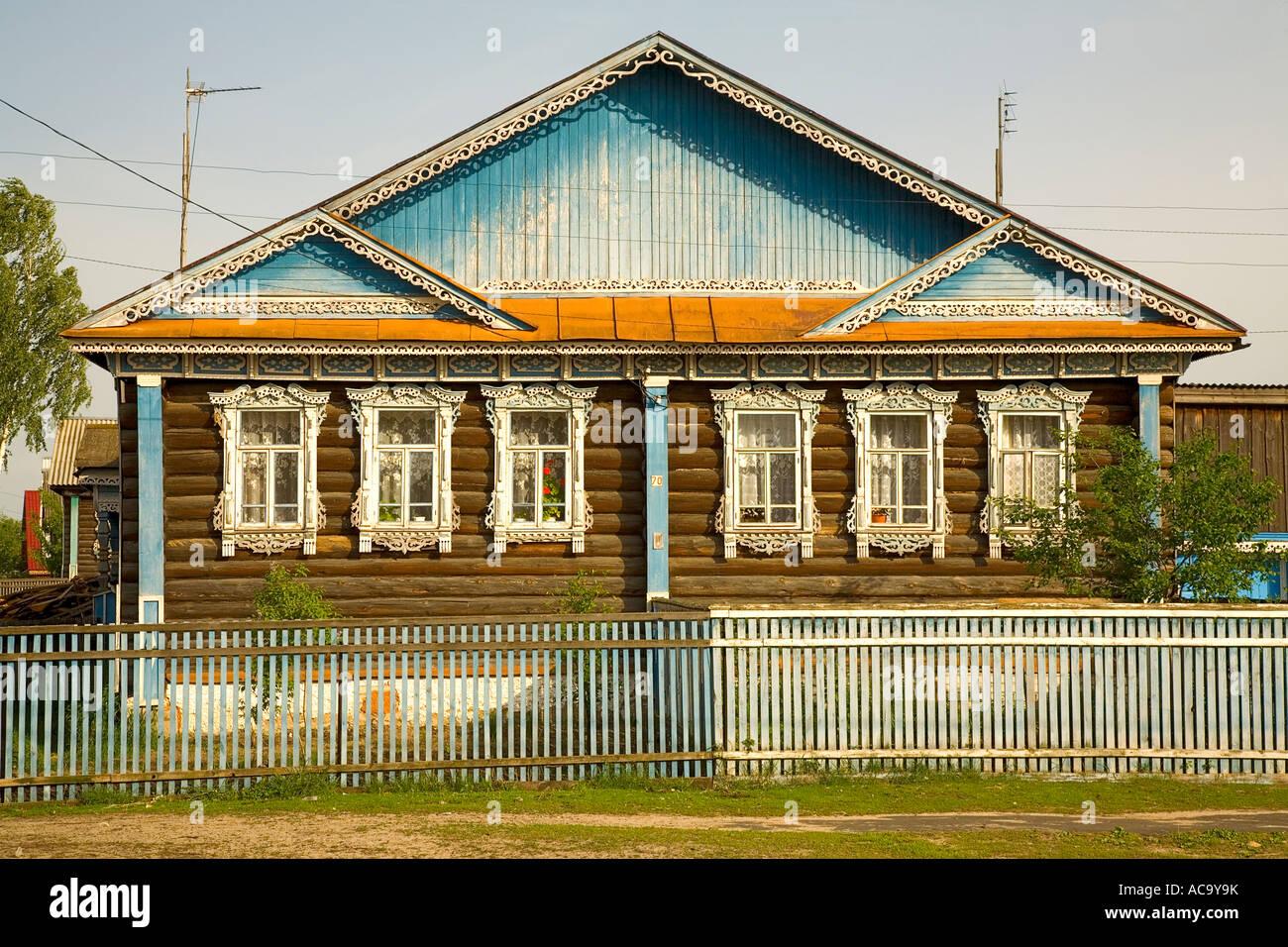 Bezaubernd Russisches Holzhaus Beste Wahl Typisch Russischen , Dorf Lomovka, Russland