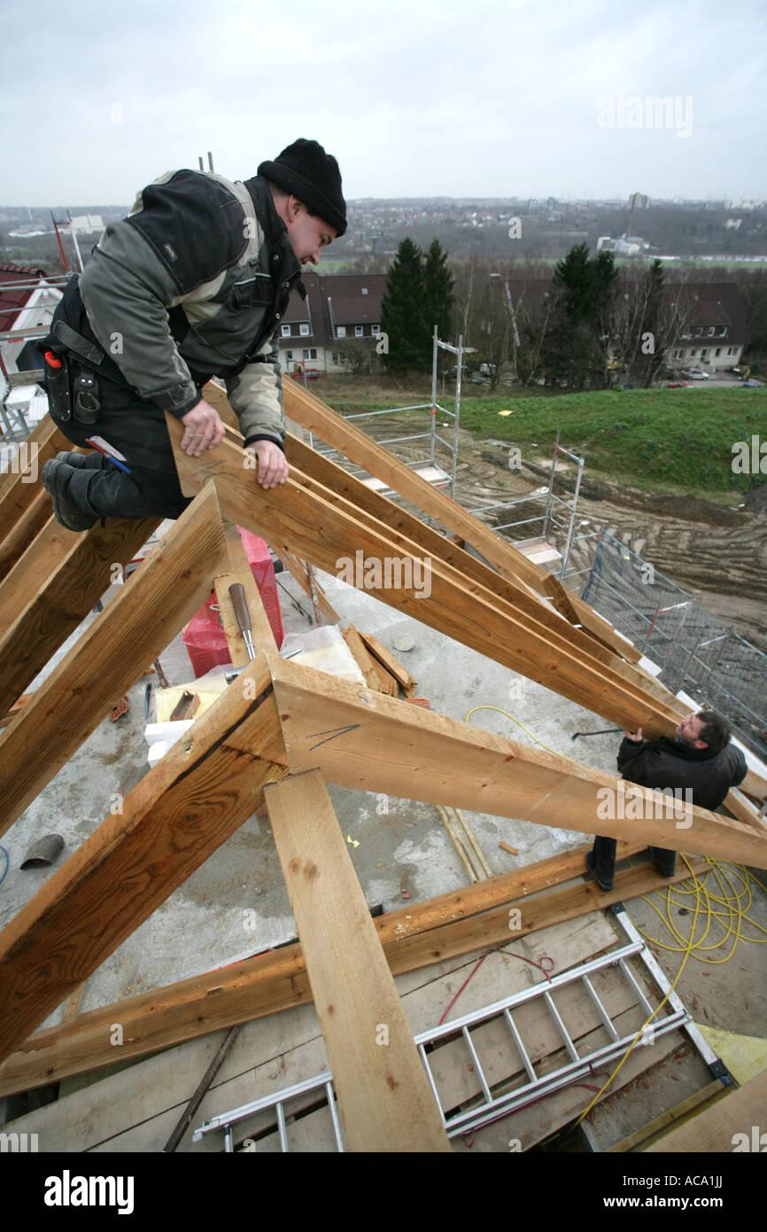 Tischler, Aufbau der Dachstuhl eines Hauses, Essen, Nordrhein-Westfalen, Deutschland Stockfoto