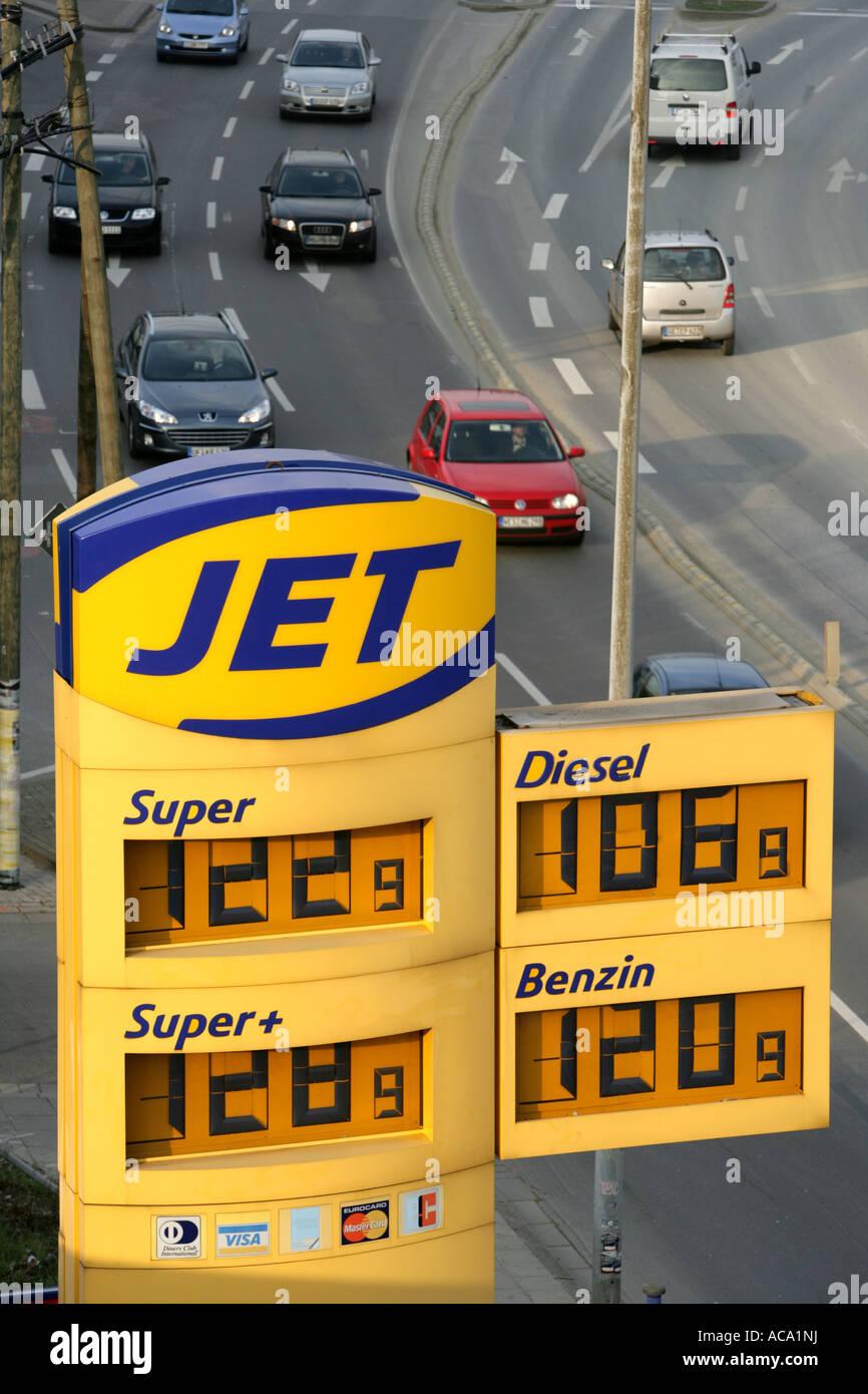 jet petrol station stockfotos jet petrol station bilder alamy. Black Bedroom Furniture Sets. Home Design Ideas