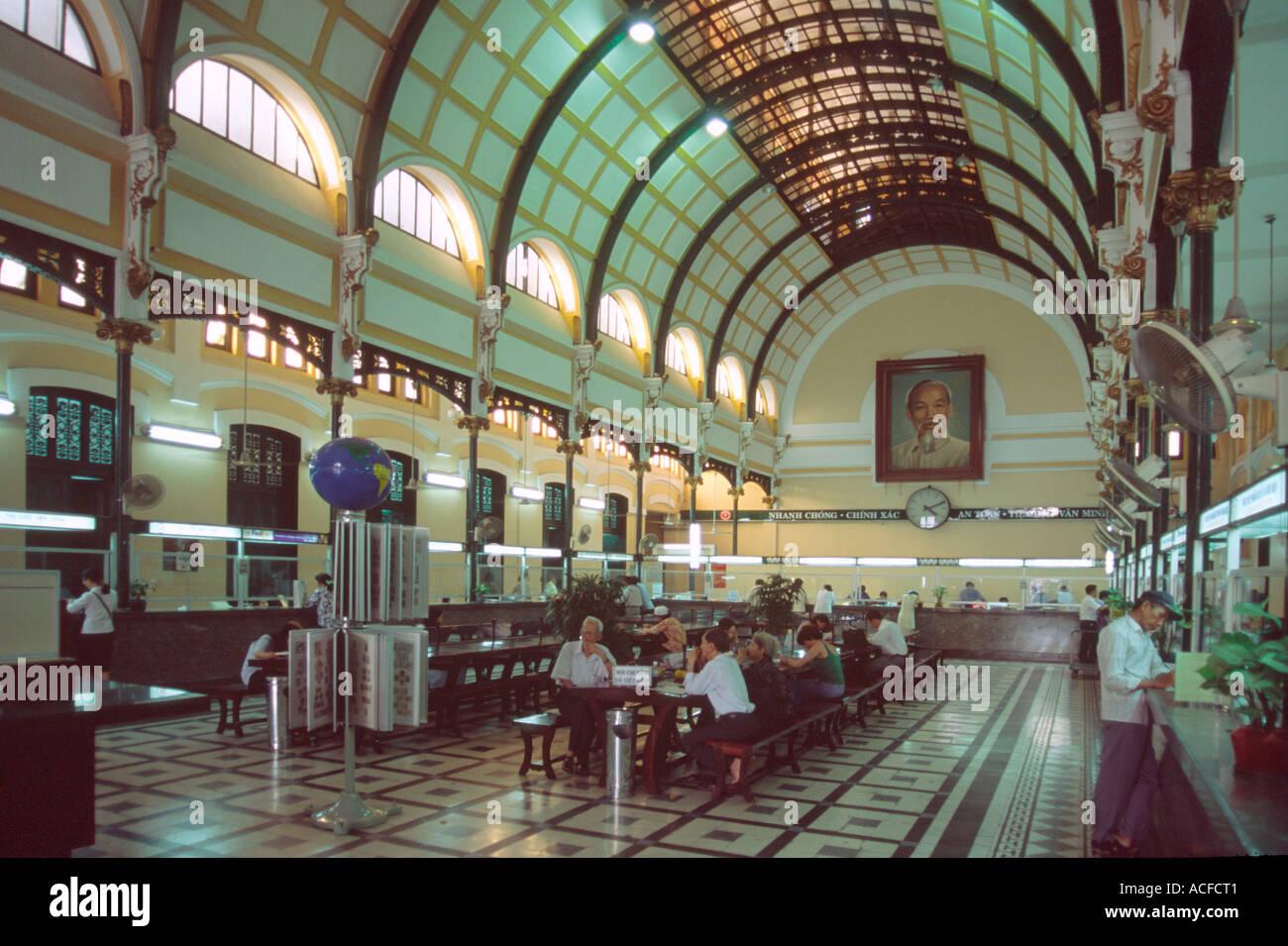 VNM-Vietnam-Saigon-Ho-Chi-Minh-Stadt-Postamt-interieur Stockbild