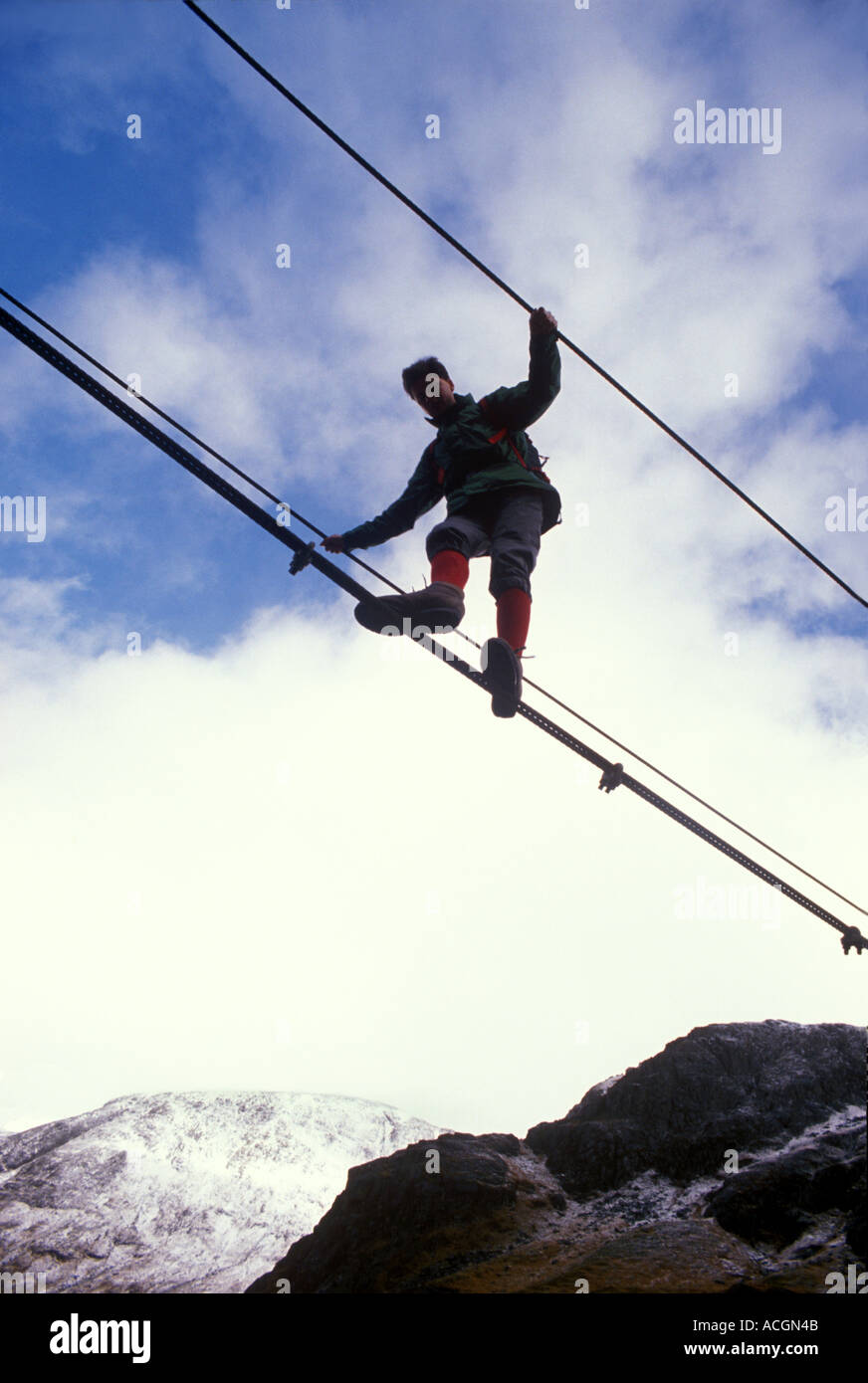 Lochaber - Glen Nevis: Hügel-Walker Kreuze einfach Drahtseil Brücke ...
