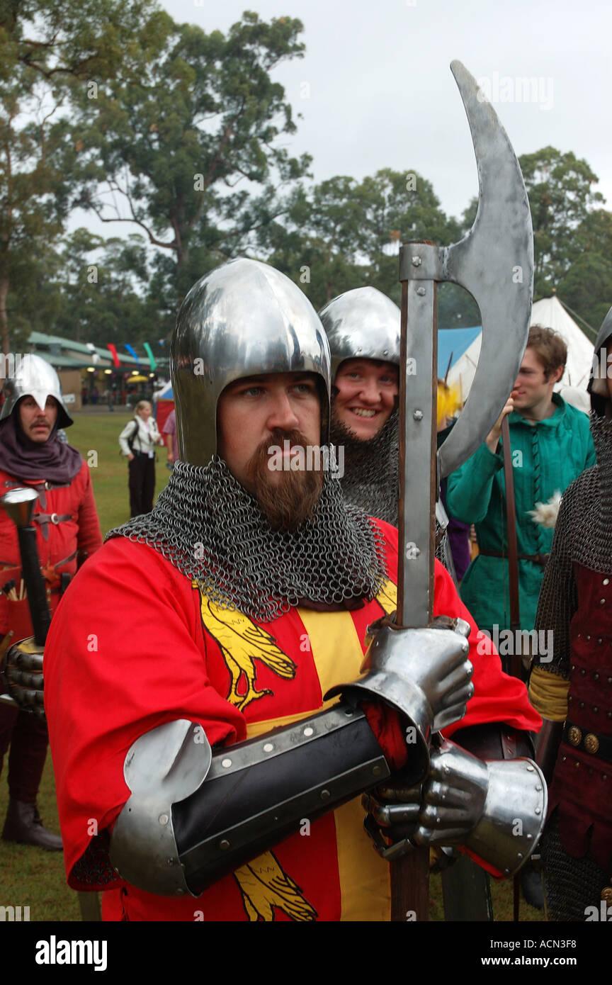 Ritter in glänzender Rüstung bereit für Kampf-Turnier Esprits dsc 1371 Stockbild