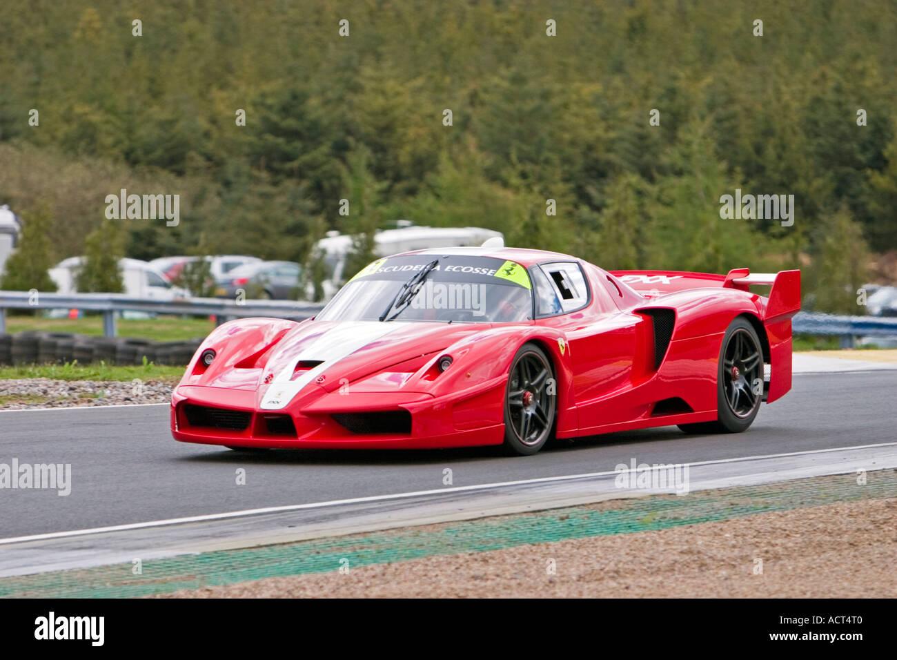 Ferrari Enzo Fxx 2006 Rennwagen Auf Der Rennstrecke Knockhill Stockfotografie Alamy