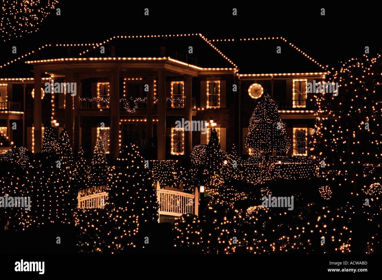 Haus Weihnachtsbeleuchtung.Haus Mit Weihnachtsbeleuchtung Stockfotos Haus Mit