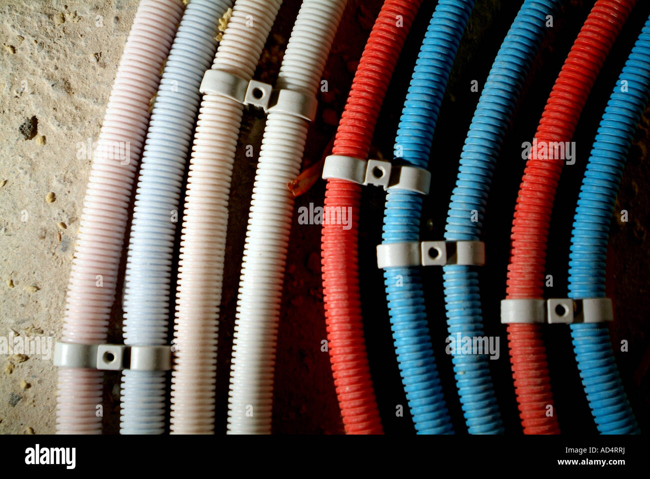Cables Cable Wire Wires Stockfotos & Cables Cable Wire Wires Bilder ...