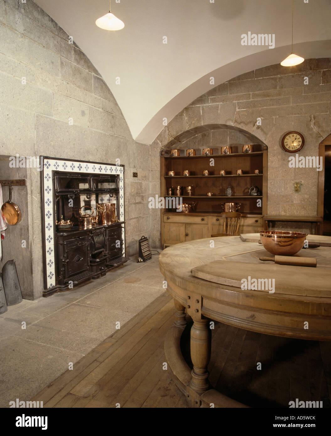 Großer Edwardian Keller Küche mit gewölbter Decke und runden ...