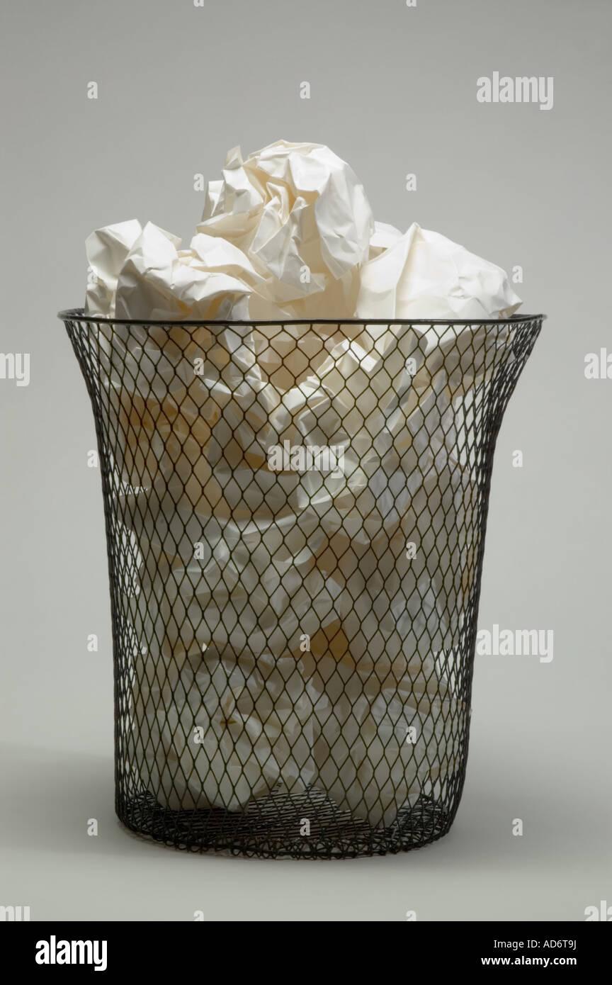 Waste Paper Baskets Stockfotos & Waste Paper Baskets Bilder - Alamy