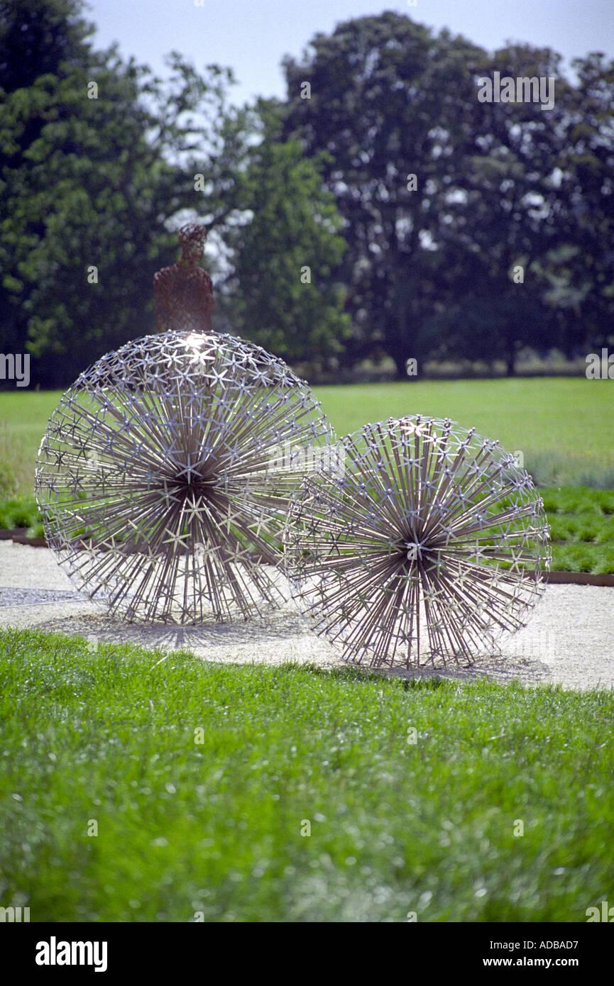 gartenskulpturen aus edelstahl stockfoto bild 899799 alamy