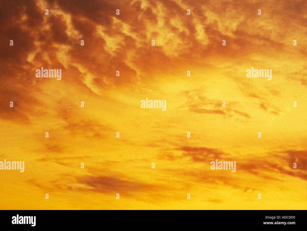 Wolken gelb Sonnenuntergang Himmel Stockbild