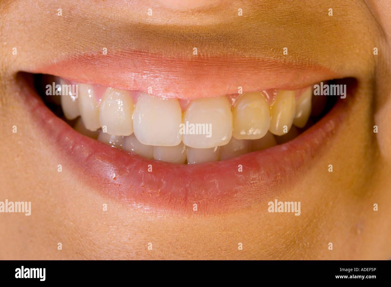 Perfektes Lächeln der Frau. Stockbild
