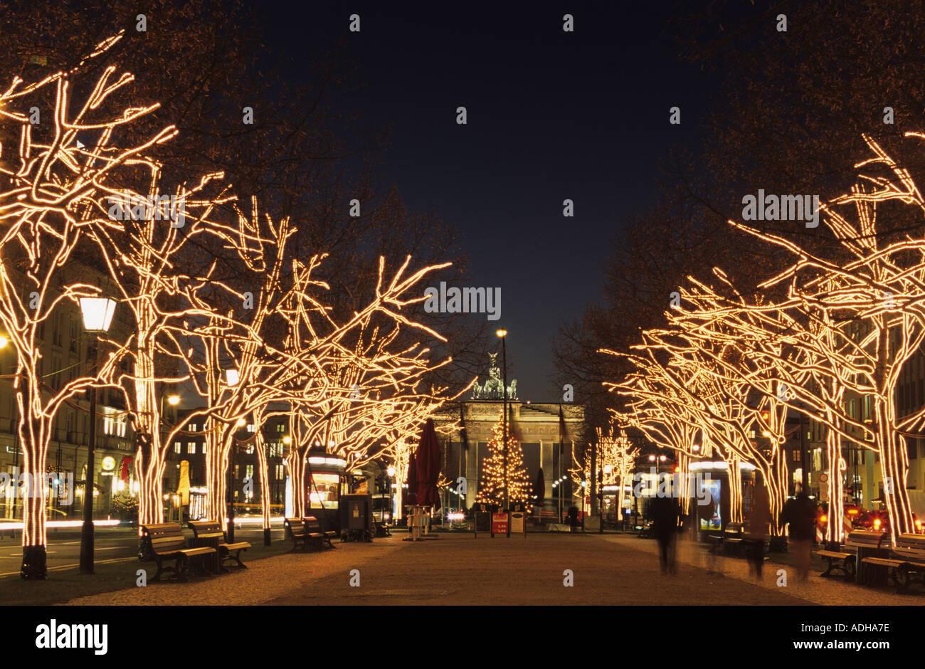 Unter Den Linden Weihnachtsbeleuchtung.Weihnachtsbeleuchtung Entlang Unter Den Linden Allee Zum