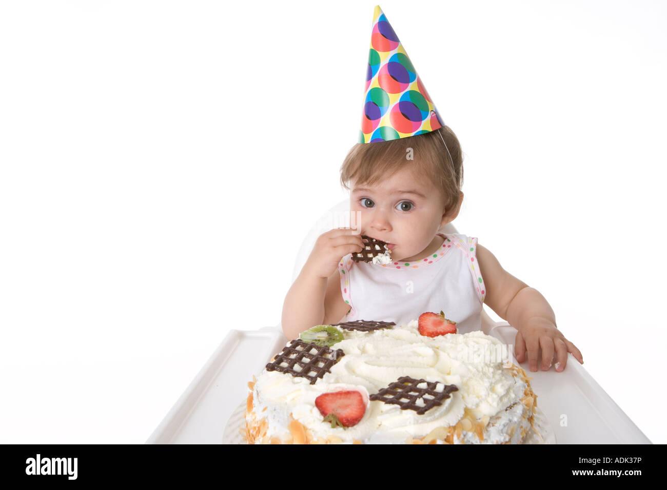 Einjahriges Madchen Von Ihrem Geburtstagskuchen Essen Stockbild