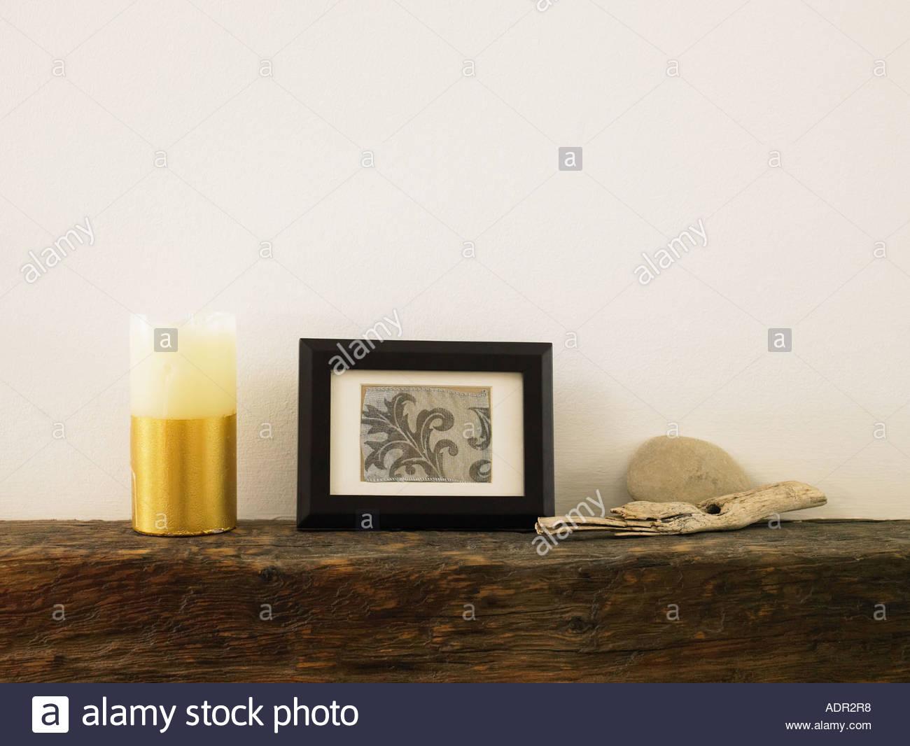 Objekte Auf Einem Kaminsims Stockbild