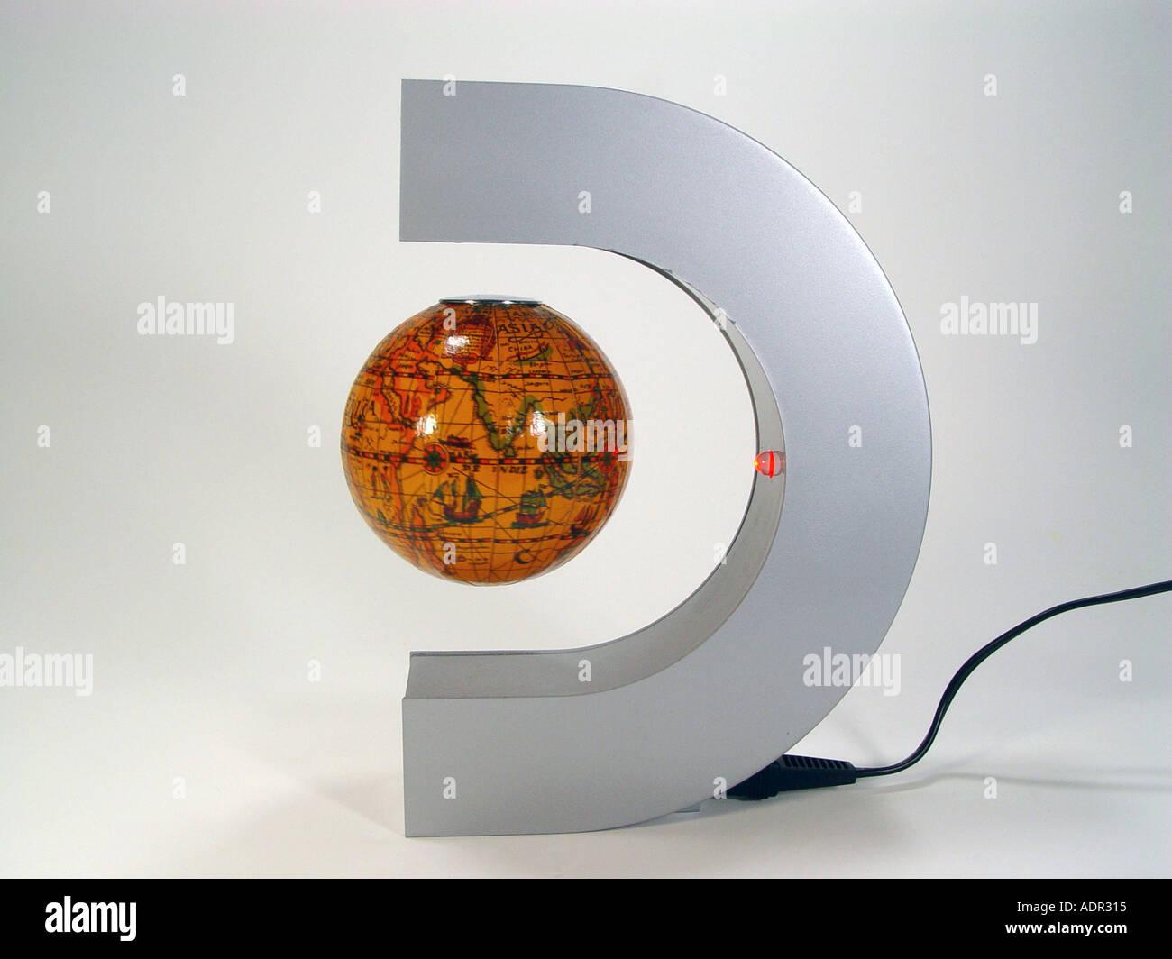 schwebende magnet kugel als symbol für physikalische effekte und