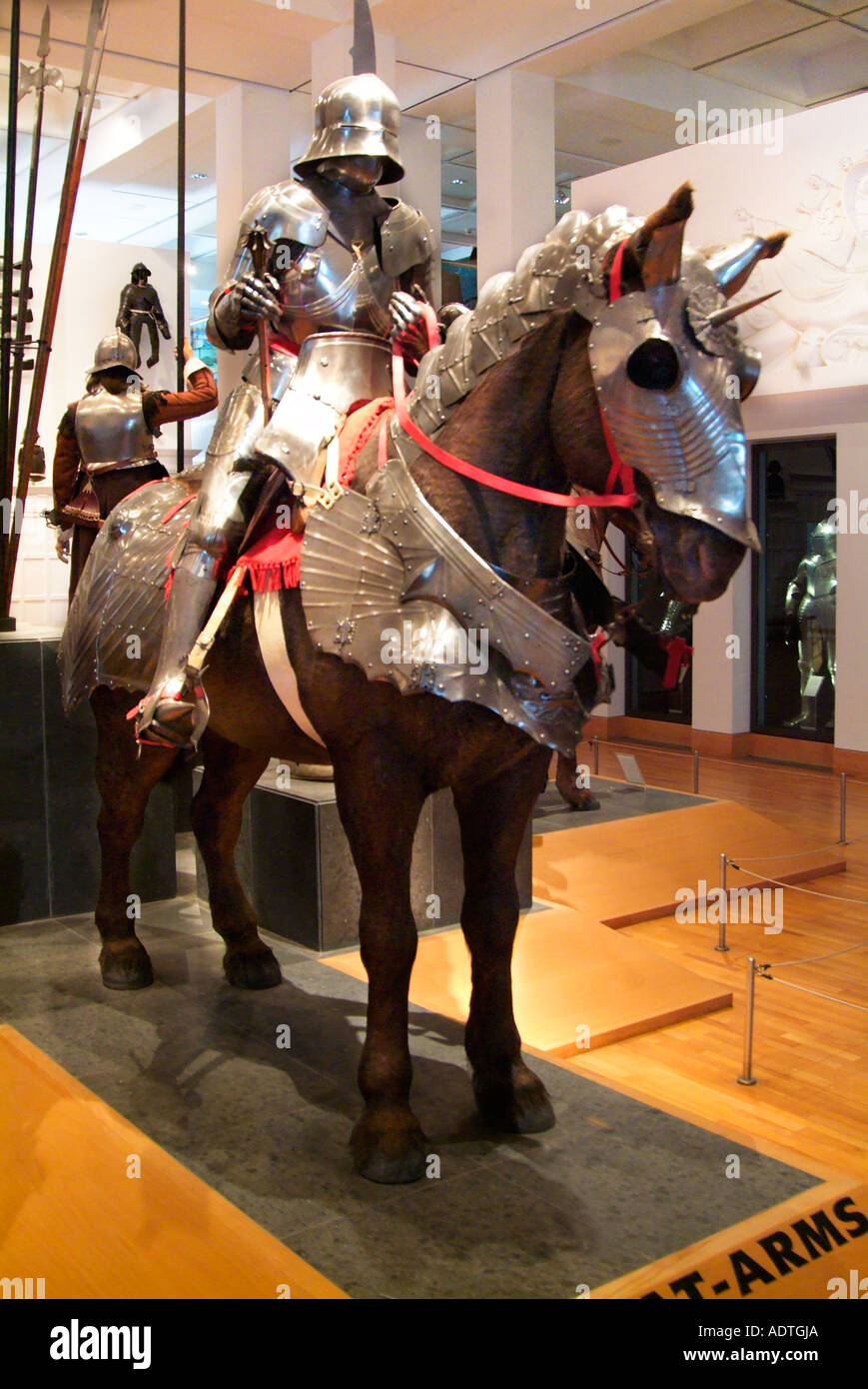 Pferd Kavallerie montiert Ritter Rüstung mittelalterlichen Leeds Royal Arsenal Interieur Galerie England UK-Vereinigtes Königreich-GB Stockbild