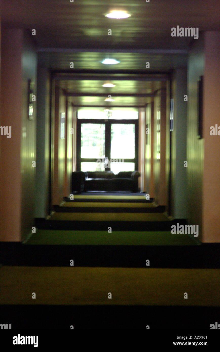 Teppich flur lang  Architektur Flur Flur Lichter lange Hallenwänden Teppich dunkel ...