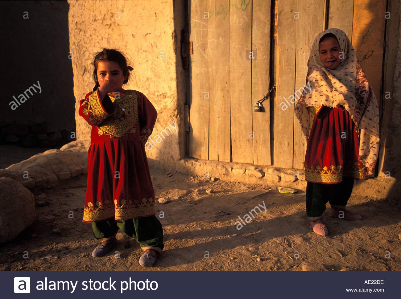Mädchen in roten Kleidern Kabul-Afghanistan Stockbild