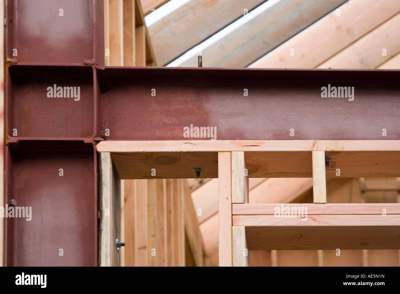 bau einer mauer die aus holz und metall im rahmen eines projektes wohn haus renovieren umrahmt. Black Bedroom Furniture Sets. Home Design Ideas
