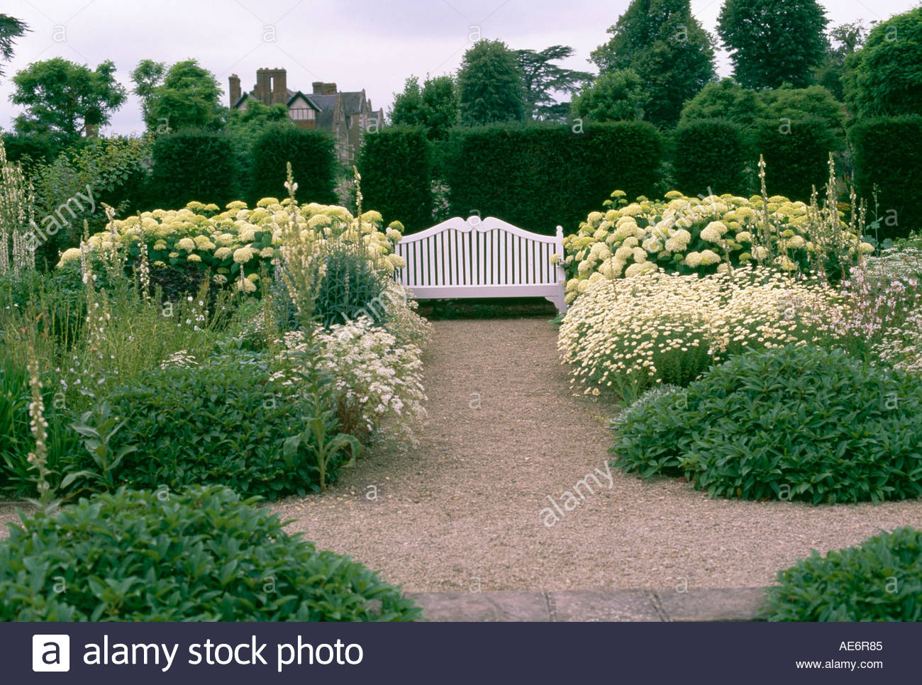 der wei e garten im loseley park stockfoto bild 4435844 alamy. Black Bedroom Furniture Sets. Home Design Ideas