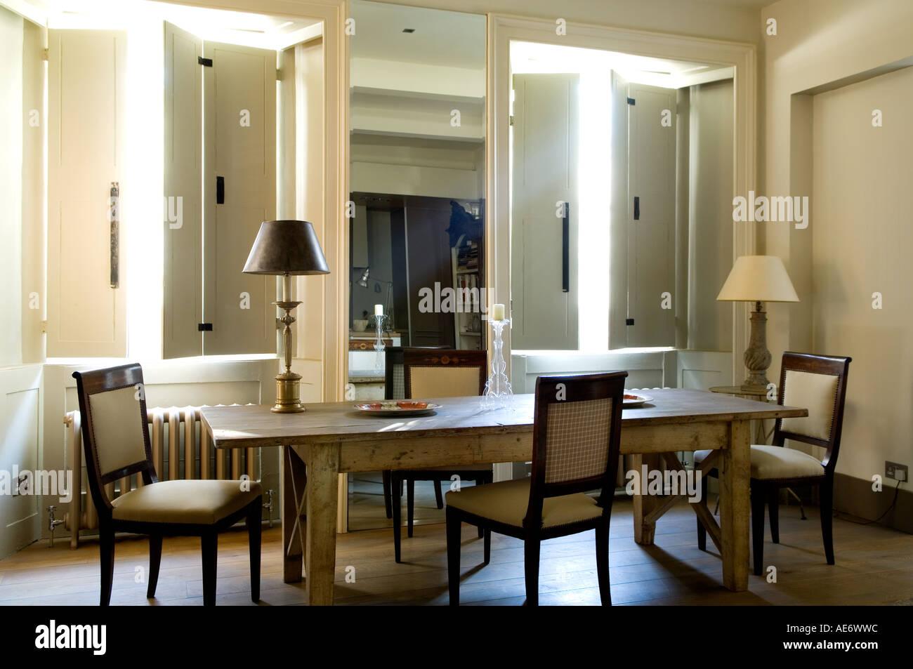 Esszimmer Mit Spiegel Und Fensterläden