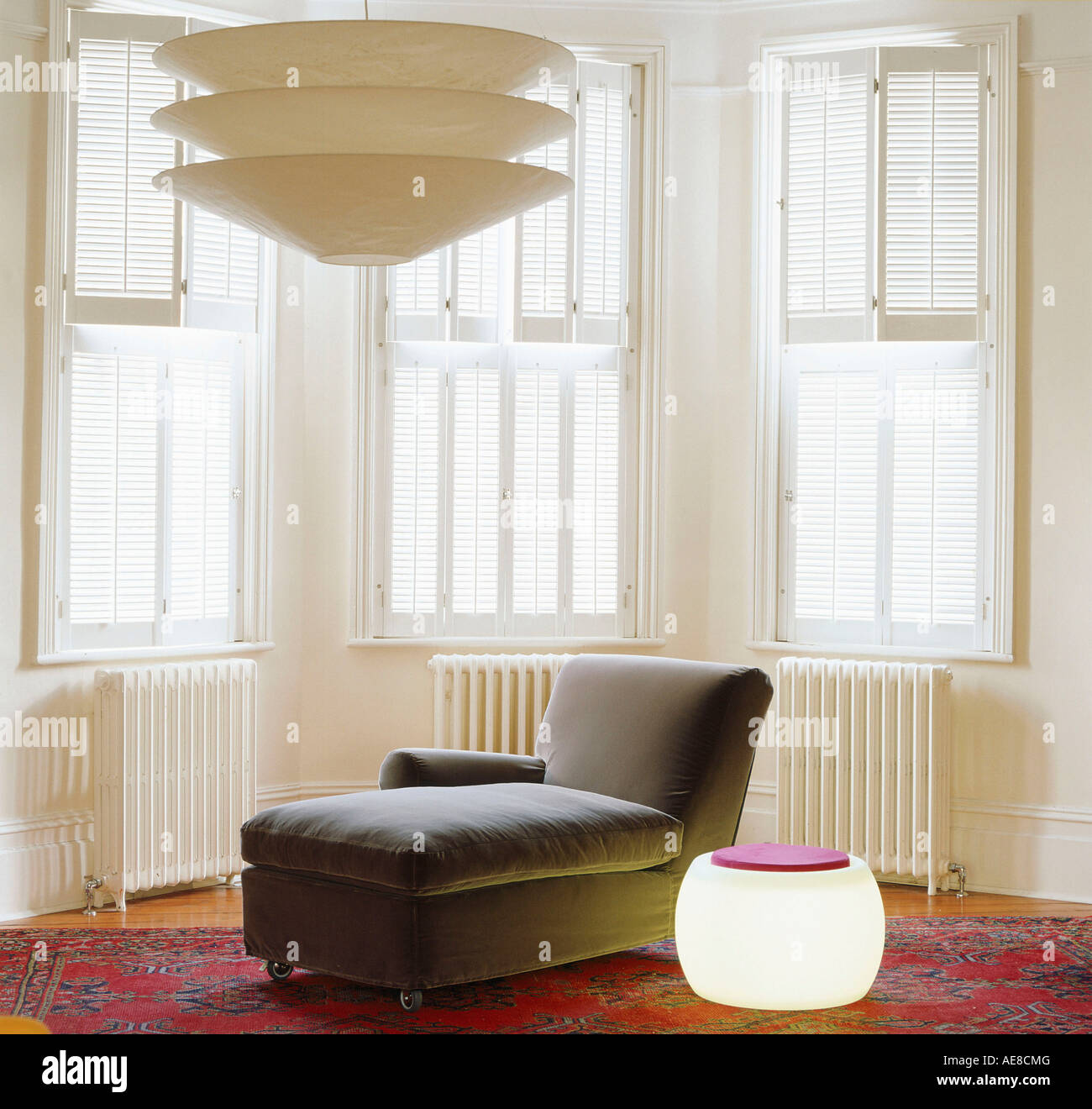 Wundervoll Moderne Beleuchtung Foto Von Liege Und Mit Fensterläden Erker Im Hintergrund