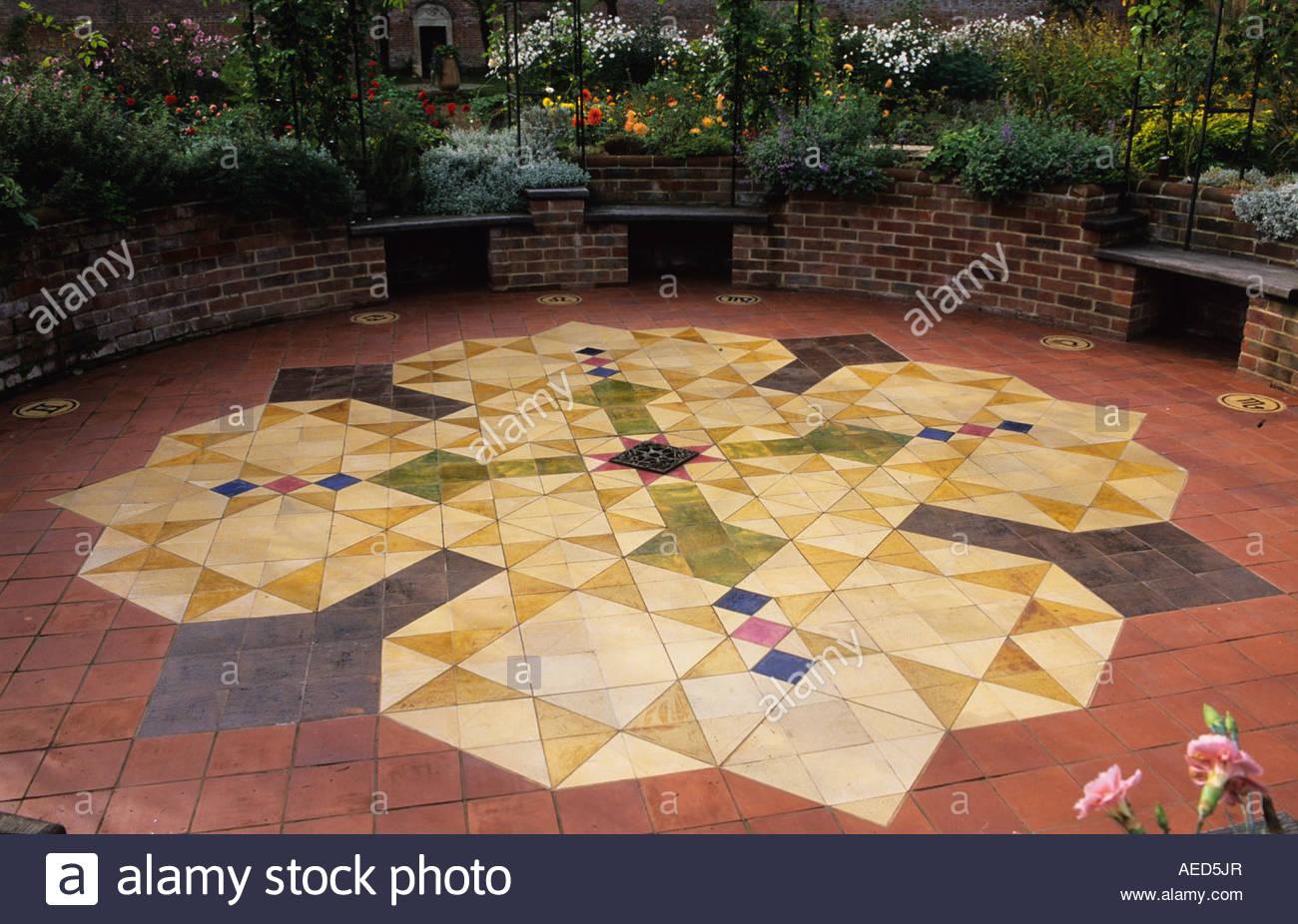 Fußboden John ~ Broxmore hampshire design pamela woods heiligen garten innenhof