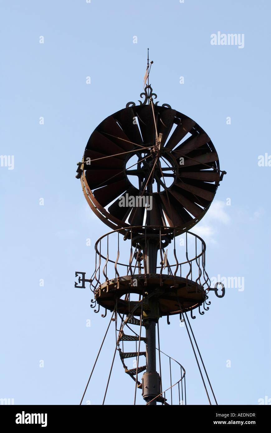 Alten Eolienne Bollée Wind angetriebene Wasserpumpe, Yzeures-Sur-Creuse, Sud Touraine, Frankreich. Stockbild
