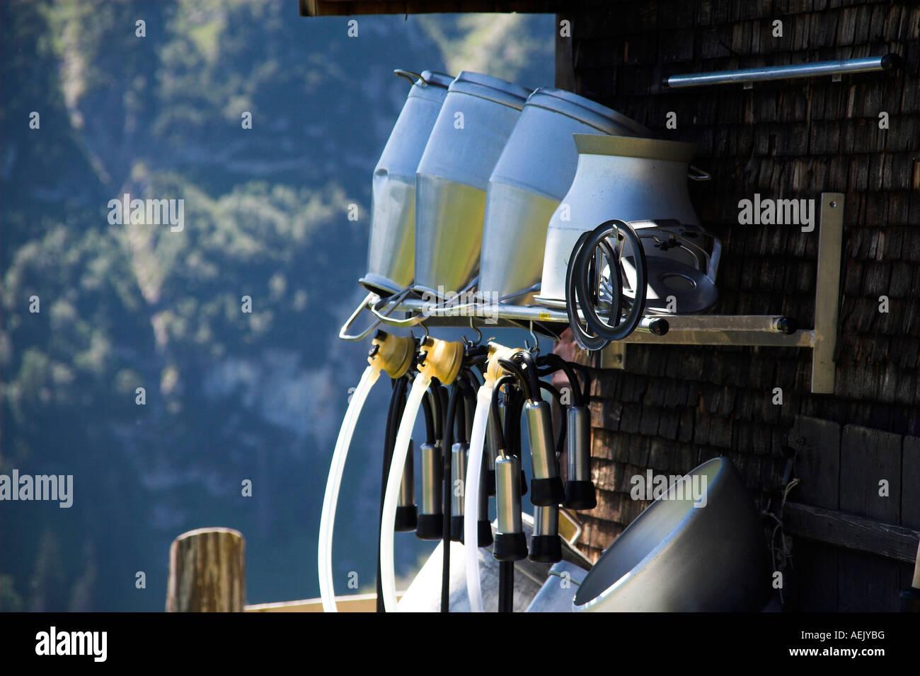 Melktechnik an einem Bauernhaus, Alpsteingebirge, Kanton Appenzell, Schweiz Stockbild