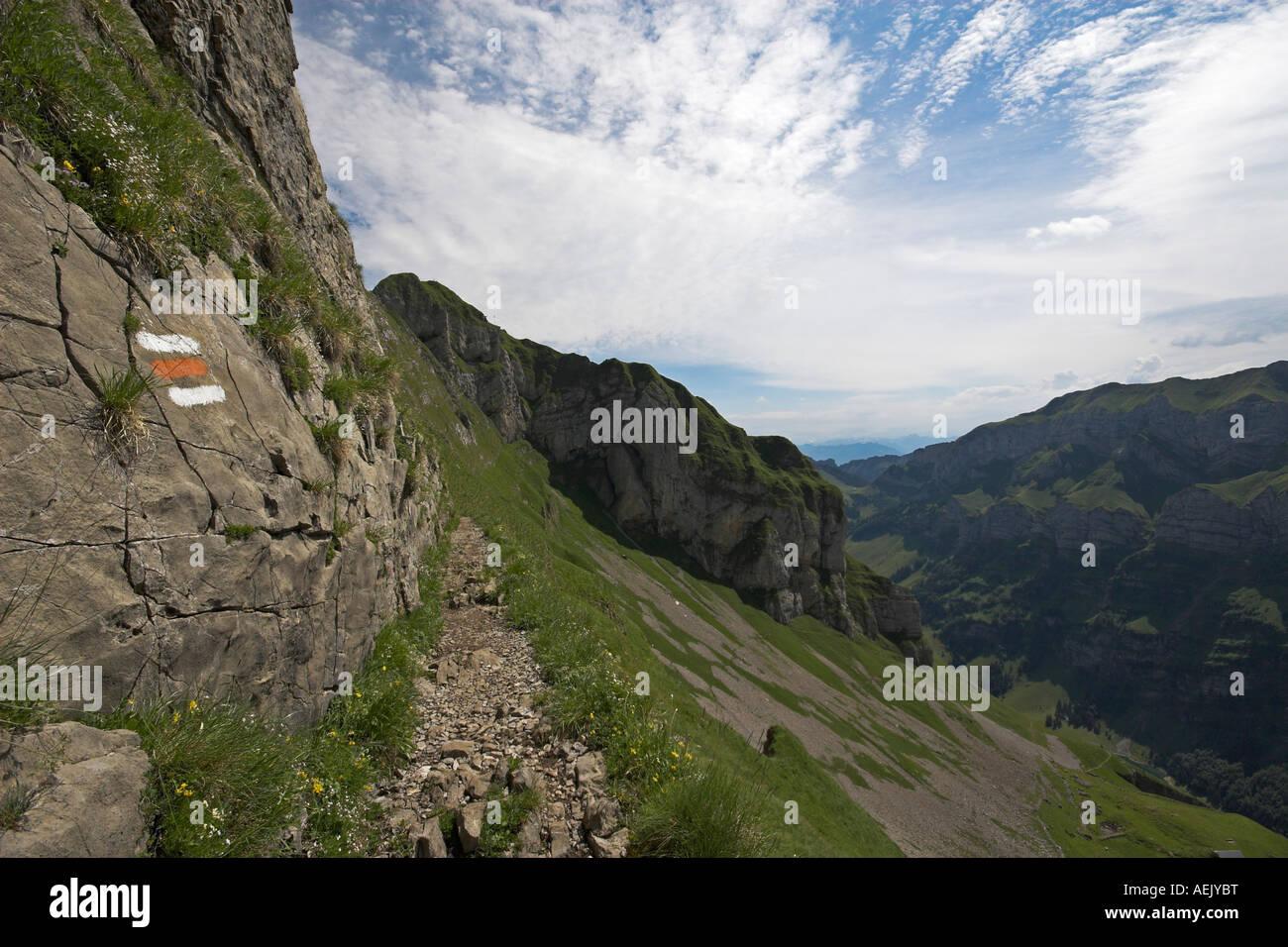 Berg-Weg mit Markierungen im Alpsteingebirge Kanton Appenzell, Schweiz Stockbild