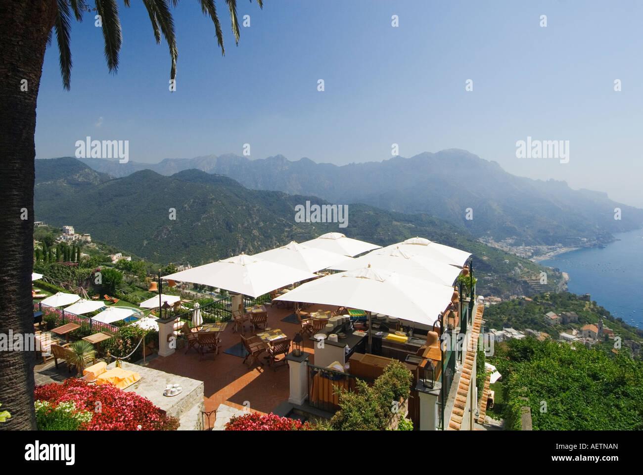 Restaurant Mit Terrasse Mit Blick Auf Die Kuste Von Amalfi Ravello