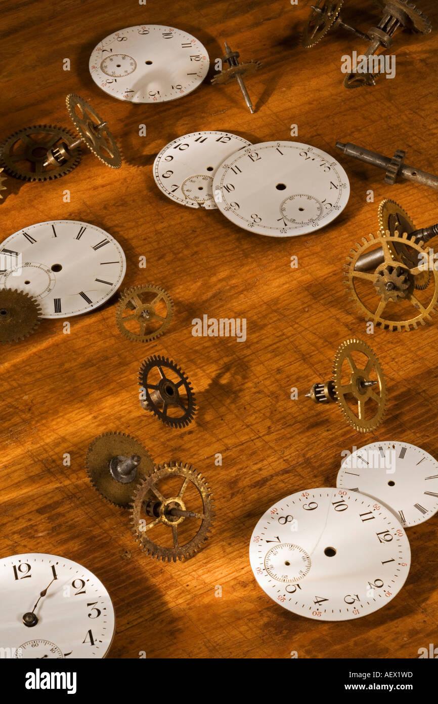 Stillleben mit Uhrenteile Stockbild